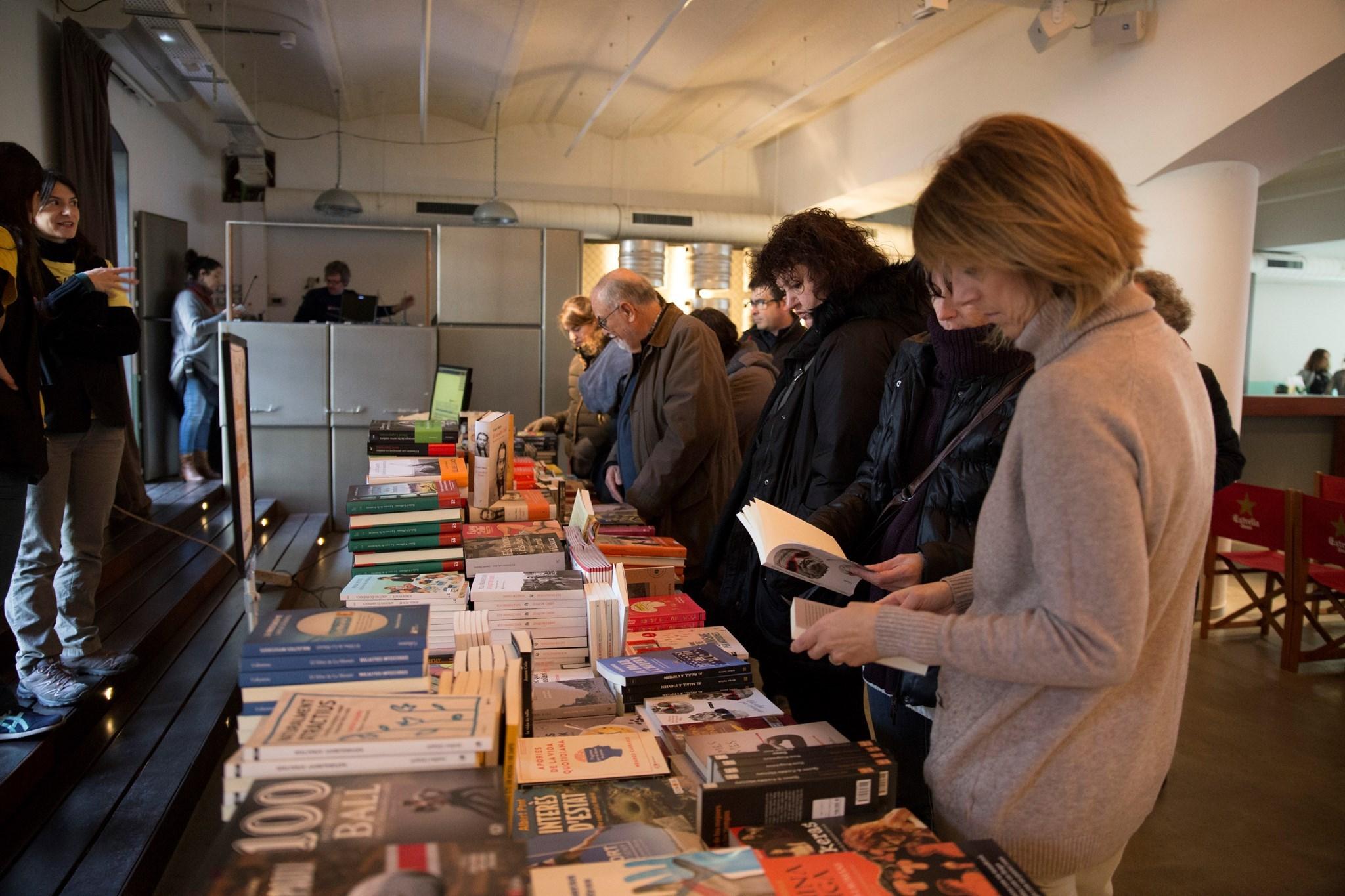 Venta de llibres a les paradetes