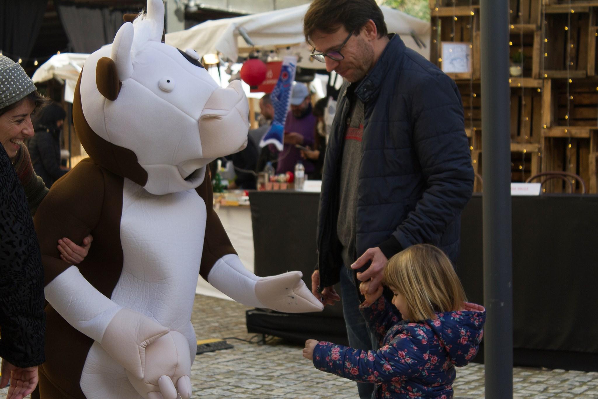 La Vaca Florentina saludant als mes petits