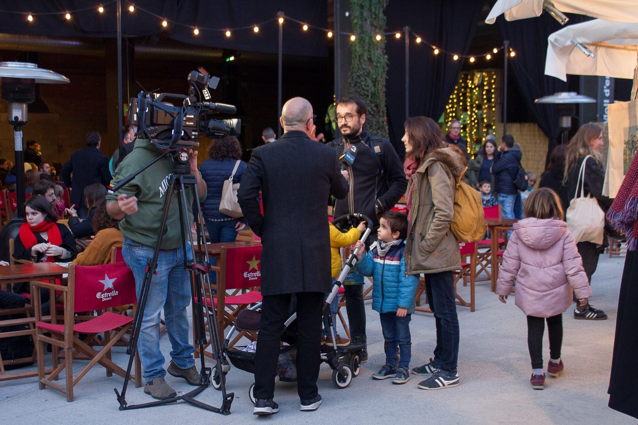 Tv3 entrevistant als assistents