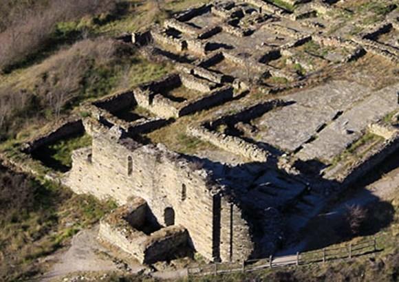 Jaciment arqueològic de l'Esquerda · Roda de Ter