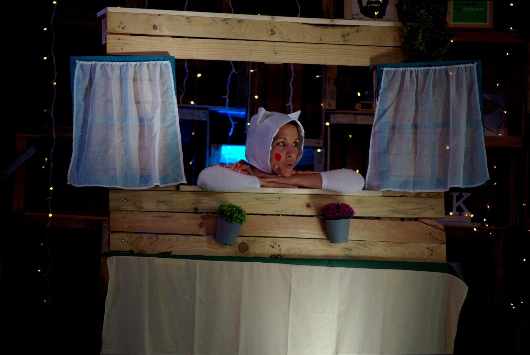 'Obrim la maleta de contes i cançons' amb Gemma Capdevila