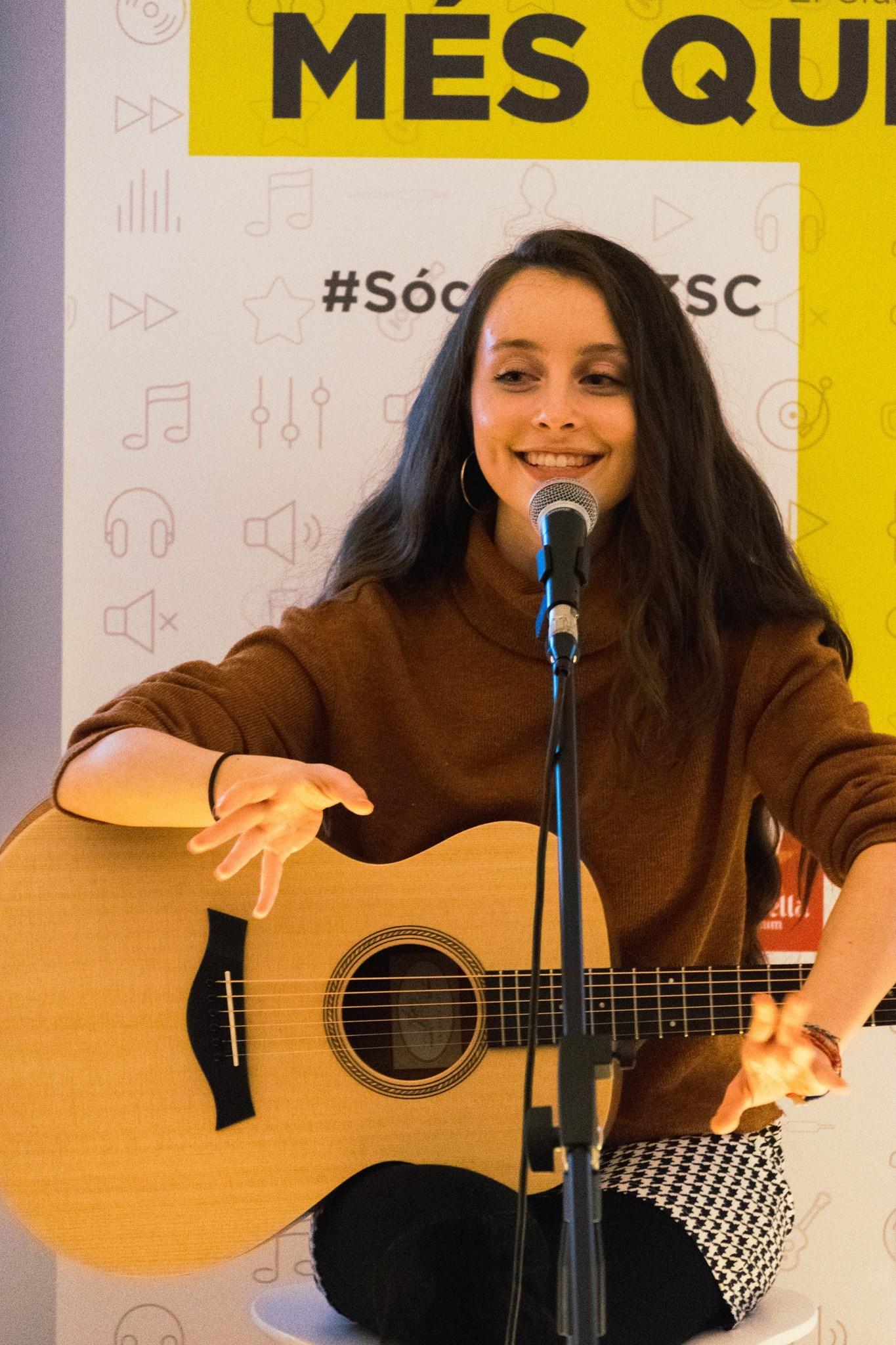 #MésQueMúsica amb Chloe Phillips