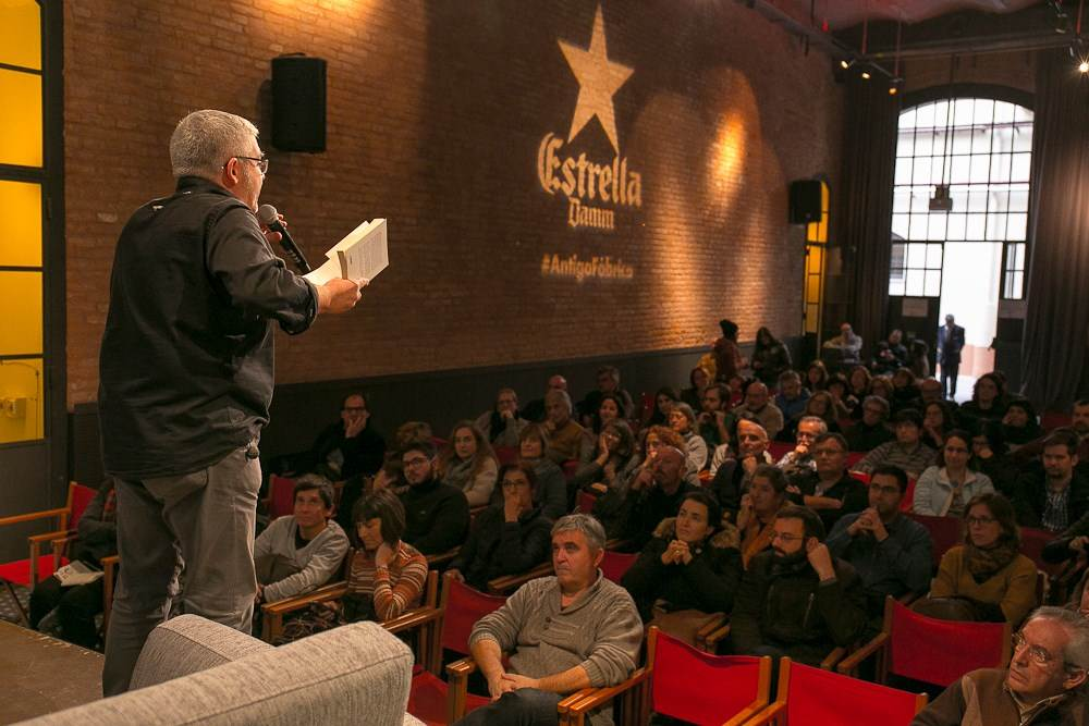 Màrius Serra presentant el seu llibre