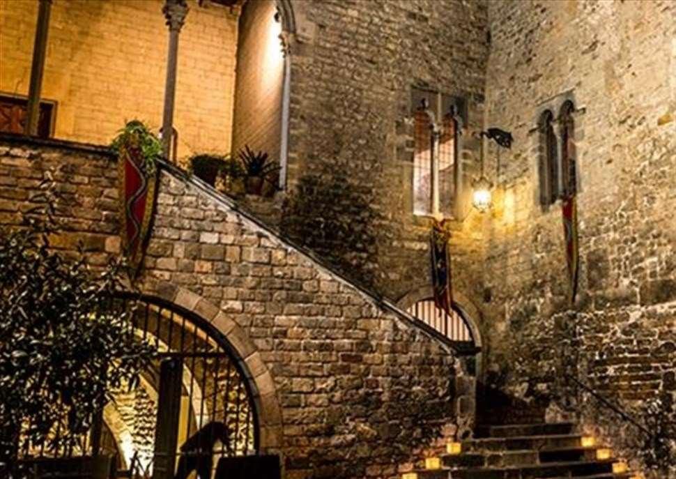 Sopars amb espectacle medieval al Palau Requesens