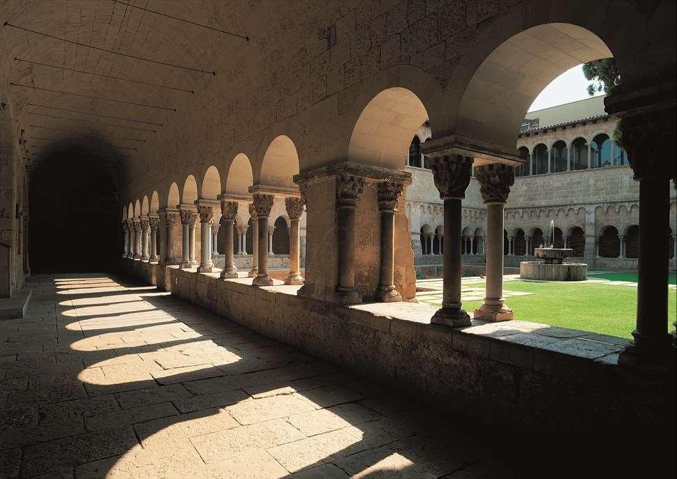 Visita al Claustre del Monestir de Sant Cugat