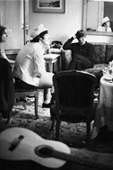 <p>John i Paul (The Beatles). 1965. Hotel Avenida Palace. Barcelona © Joana Biarnés</p>