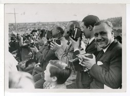 <p><em>Josep Gaspar, Josep Brangul&iacute; and Carlos P&eacute;rez de Rozas, amongst other photographers, covering the Uzcudun-Carnera boxing match in Montju&iuml;c in 1930. Photograph: Pablo Lu&iacute;s Torrents</em></p>