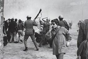 <p><em>Manifestacions de l'1 de febrer de 1976. Convocatòria per: «Llibertat, amnistia, estatut d'autonomia»</em>, 1976.©Manel Armengol</p>