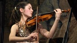 Maria Dueñas, violí
