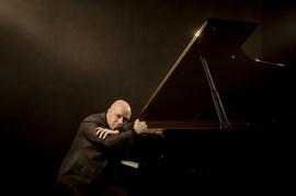 Guinovart interpreta Brahms